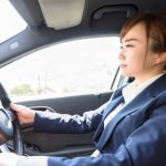 運転に必要な技術と知識を教えるお仕事